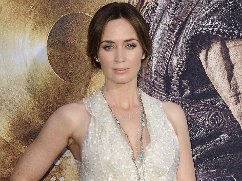 emily-blunt-as-mary-poppins
