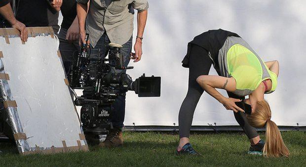 """Michelle Hunziker inarrestabile: """"snodata"""" sul set del nuovo spot"""