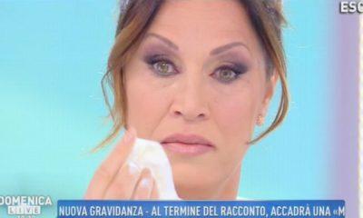 annalisa-minetti-piange-a-domenica-live-400x240